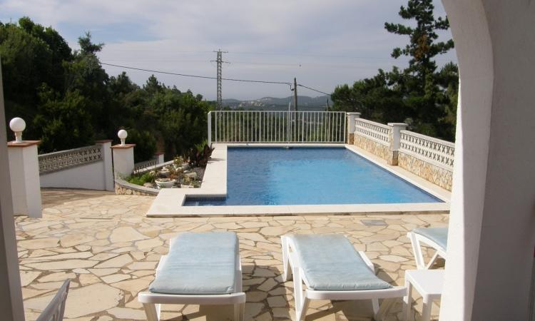 Вилла с бассейном, расположенная в урбанизации Ла Креу де Ллорет в 6 км от Льорет де Мар