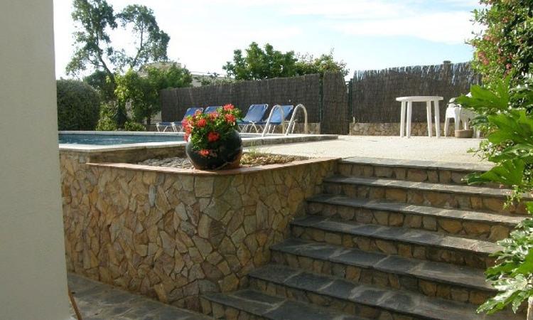 Вилла EVA с бассейном, расположенная в урбанизации Lloret Blau в 6 км от Льорет де Мар.
