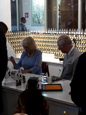 Посещение фабрики парфюмерии и косметики в старинном городе Эз, Франция